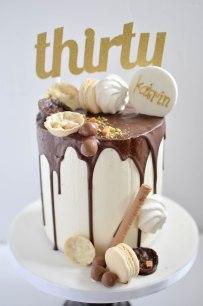cream and chocolate drip cake 7