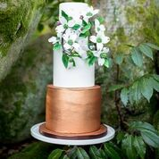 Floral wreath wedding cake